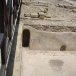 Древний бассейн - дверь для персонала)))
