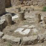 Замок «Саранда колонес» - сорока колонн